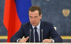 Медведев рассказал о защите пенсий и зарплат россиян